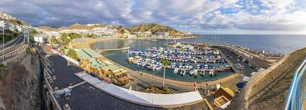 Citt? di Puerto Rico, stazione turistica famosa sull'isola di Gran Canaria, Spagna fotografie stock libere da diritti