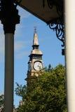 Città floreale Merseyside di Southport della torre di orologio e del palco dell'orchestra Fotografie Stock Libere da Diritti