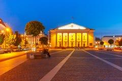 Città Hall Square alla notte, Vilnius, Lituania Fotografie Stock