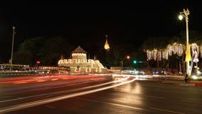 Cittadella di Bangkok con il punto di riferimento dorato del supporto Immagine Stock