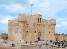 Cittadella di Qaitbay, una fortezza difensiva del XV secolo situata sulla costa di mar Mediterraneo, Alessandria d'Egitto, Egitto Fotografia Stock Libera da Diritti