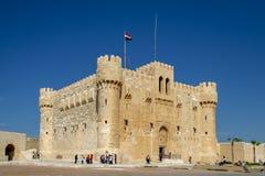 Cittadella di Qaitbay, una fortezza difensiva del XV secolo situata sulla costa di mar Mediterraneo, Alessandria d'Egitto, Egitto Immagine Stock