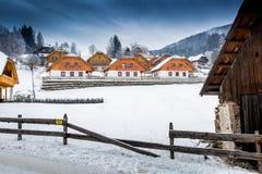 Cittadina alle alpi di inverno Fotografia Stock Libera da Diritti