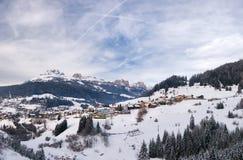 Cittadina in alpi italiane Fotografia Stock
