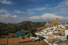 Cittadina in Andalusia, Iznajar, Spagna immagini stock libere da diritti