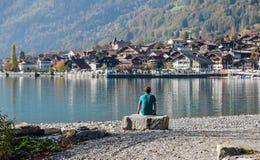 Cittadina dal lato del lago di Brienz, Svizzera immagine stock libera da diritti