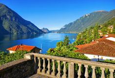 Cittadina di Cressogno sul lago di Lugano Fotografia Stock