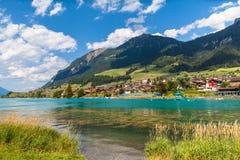 Cittadina Lungern in alpi svizzere Fotografia Stock Libera da Diritti