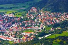 Cittadina nelle montagne in Slovenia Immagini Stock