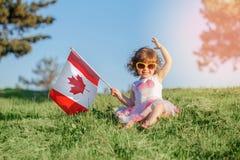 Cittadino del bambino del bambino che celebra giorno del Canada sul primo luglio fotografie stock