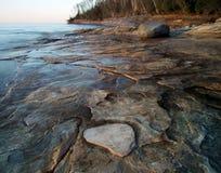 Cittadino descritto delle rocce Lakeshore Fotografie Stock Libere da Diritti