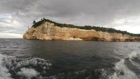 Cittadino descritto delle rocce Lakeshore archivi video