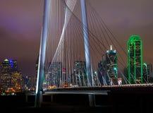 City_behind los cables Fotografía de archivo libre de regalías