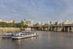 Hungeford Bridge and Golden Jubilee Bridges in the morning, Lond Stock Photos