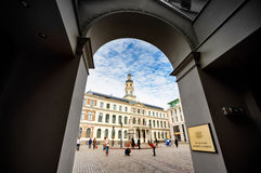 City hall in arch, Riga Royalty Free Stock Photos
