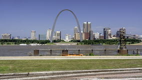 City Of St. Lous With The Mississippi River Royalty Free Stock Images