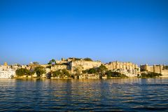 City Palace and Pichola lake in Udaipur Royalty Free Stock Photos