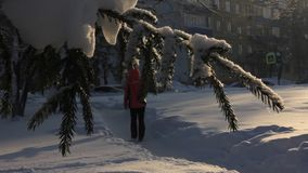 City park in the winter. Enjoy visiting skiers for a walk on a snowy piste stock video