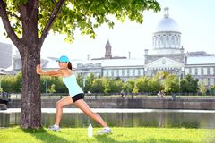 City runner workout woman stretching Royalty Free Stock Photography