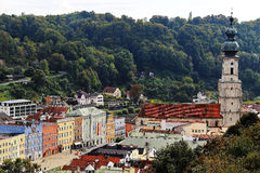 City scenery of Burghausen at fall. Aerial view to Burghausen town square with its colorful house row and the baroque church St Jakob, situated in a forested Stock Image
