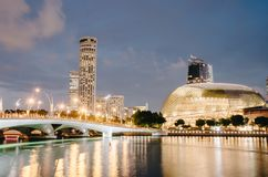 Free City Skyline With Esplanade Theatre And Bridge With Singapore River Embankment At Night In Marina Bay, Singapore Royalty Free Stock Photos - 141529208