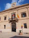 Cityhall городка Favignana, острова Favignana, Сицилии, Италии Стоковое Фото