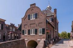 Cityhall av holländaren stärkte staden av Nieuwpoort Arkivbild