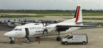 Cityjet福克战斗机F50飞机在奥利机场在巴黎 免版税库存图片