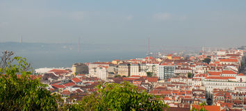 Cityl de Lisbonne Vue d'Aereal le jour ensoleillé de San Jorge Castle Images stock