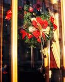 Citylife en la Navidad Decoración del escaparate fuera de la calle, soldado enrollado en el ejército Fotografía de archivo