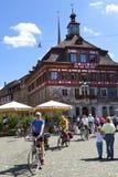 Citylife in Stenen bierkroes Am Rijn, Zwitserland Stock Afbeelding