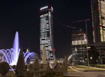 Citylife vid natten, Milan royaltyfria bilder