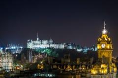 Citylight av Edinburgh vid natt Royaltyfri Foto