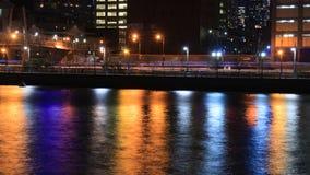 Citylights coloridos que reflejan en el río Hudson en Manhattan, fotos de archivo