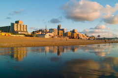 Cityline au bord de la mer Image stock