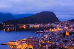Cityscape av Alesund - Norge arkivbilder
