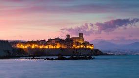 Cityscape av Antibes på solnedgången Arkivfoton