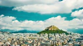 Cityscape av Aten och den Lycabettus kullen stock video