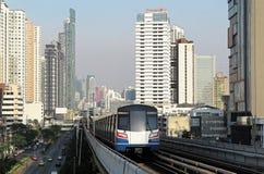 Cityscape av Bangkok, den snabba framkallande huvudstaden av Thailand royaltyfri fotografi