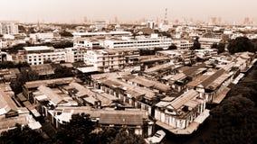 Cityscape av Bangkok, många gamla byggnader i den Bangkok staden Arkivbilder