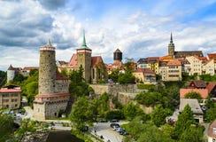 Cityscape av Bautzen med gammal vattenkonst och Michaelis kyrktar Royaltyfria Foton