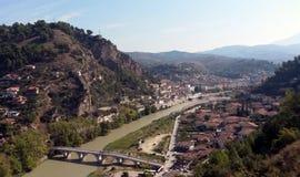 Cityscape av Berat i Albanien royaltyfria foton