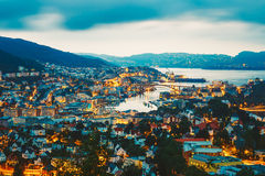 Cityscape av Bergen City From Mountain Top, Norge Royaltyfria Bilder