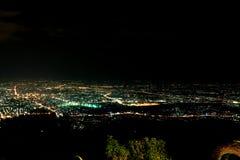 Cityscape av Chinag Mai i natt Arkivbild