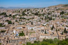 Cityscape av den Albayzin gemenskapen nära den Alhambra slotten, Granada, Spanien royaltyfria foton