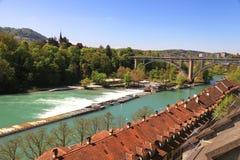 Cityscape av den Bern- och Aare floden (Schweitz) Royaltyfri Foto