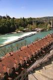 Cityscape av den Bern- och Aare floden (Schweiz) Royaltyfria Foton