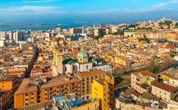Cityscape av den historiska mitten i Cagliari, Italien Fotografering för Bildbyråer