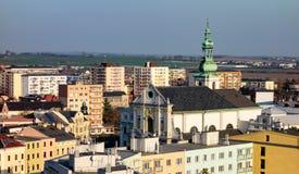 Cityscape av den Opava staden med den helgonVojtech kyrkan royaltyfri bild