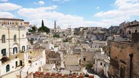 Cityscape av den pittoreska gamla staden av Matera Sassi di Matera med de forntida tuffhusen för kännetecken Matera är också UNE Royaltyfri Foto